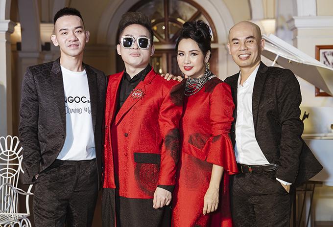 Ca sĩ Tùng Dương, diva Thanh Lam và hai nhà thiết ké Vũ Ngọc & Son.