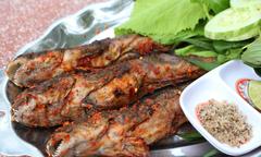 Đến Cà Mau nhất định phải thử cá thòi lòi nướng muối ớt