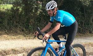 Tay đua xe đạp bị chấn thương lãng xẹt khi vừa lập kỷ lục