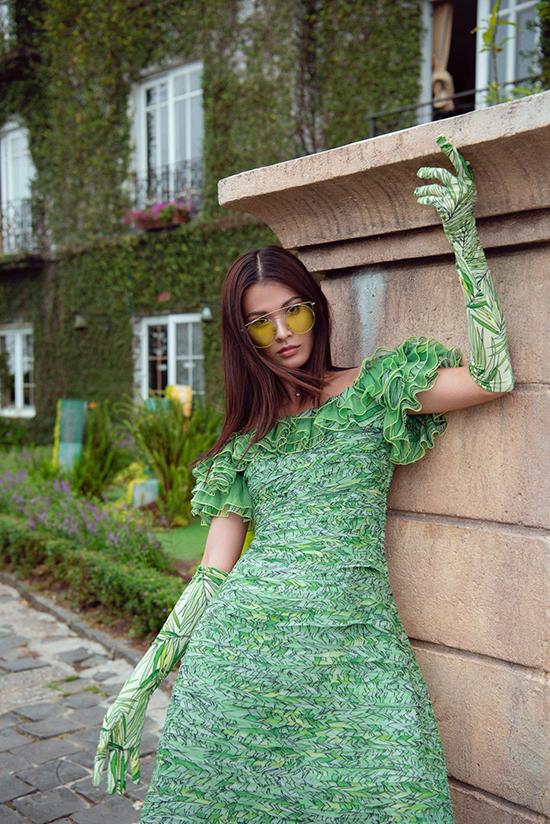 Bộ ảnh được thực hiện với sự hỗ trợ của nhiếp ảnh Mon Trần, người mẫu Cao Thiên Trang, trang điểmCao Tiến Đạt.