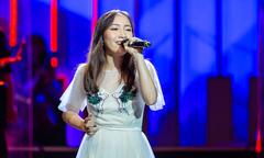 Con út 16 tuổi của Mỹ Linh gây bất ngờ với giọng hát cao vút