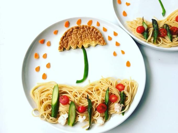 Bản tin dự báo thời tiết không chỉ phát trên truyền hình, nó có ngay trong bữa sáng bằng mỳ Ý, cà chua bi và một mẩu bánh. Đây là cách chị Lan Lê giúp các con khởi động ngày mới bằng sự hứng khởi dù thời tiết không mấy thuận lợi.