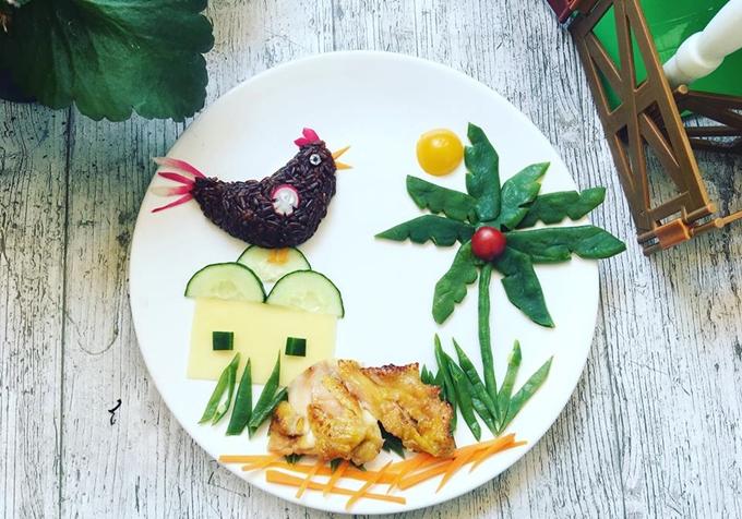 Chị Lan đặt tên cho những đĩa cơmnày là Nhật ký của con qua cácmón ăn. Mỗi chi tiết nhỏ trong cuộc sống của Anger và Arthur đều được mẹ ghi nhớ mà mô tả lại.