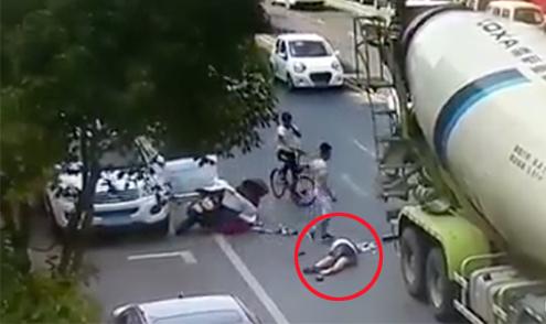Người phụ nữ thoát chết sau khi bị xe bồn cán vào đầu