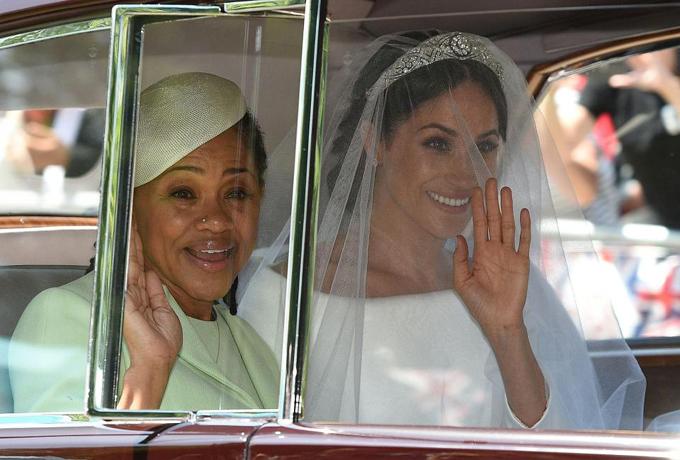 Bà Doria đưa con gái đến đám cưới hôm 19/5. Ảnh: AFP.