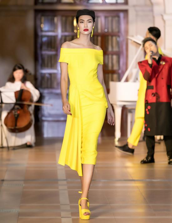 Cảm hứng cổ điển bao trùm các mẫu thiết kế váy trễ vai, đầm cài khuy, đầm xòe, váy bodycon...