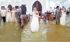 Cô dâu Philippines làm lễ cưới trong nhà thờ ngập lụt