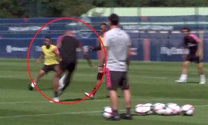 Mbappe học tuyệt kỹ của Neymar, biểu diễn trên sân tập