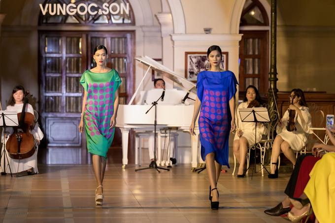 Hoạ tiết chaambi xuyên suốt bộ sưu tập với những cách điệu sống động cùnghình ảnh các quân cờ Domino nhảy múa như một điệu valse.