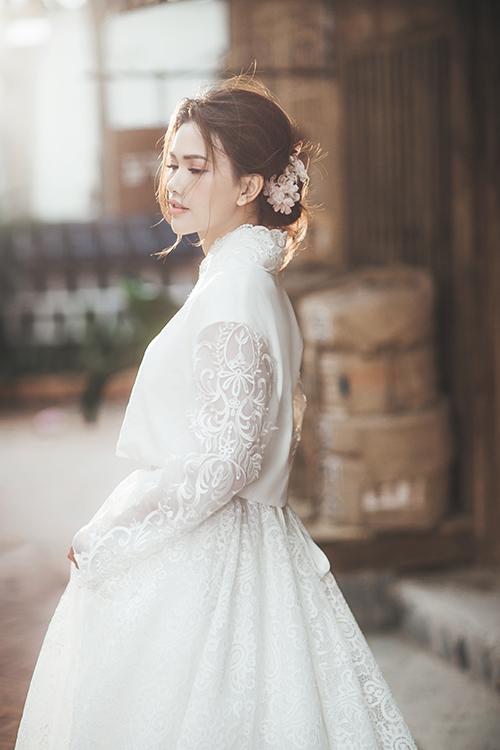 Bộ hình được thực hiện nhờ sự hỗ trợ của nhiếp ảnh gia: Quang Huy, trang điểm: Hoàng Lin, làm tóc và phụ kiện: Anh Tú, trang phục và địa điểm: Seoul Garden.