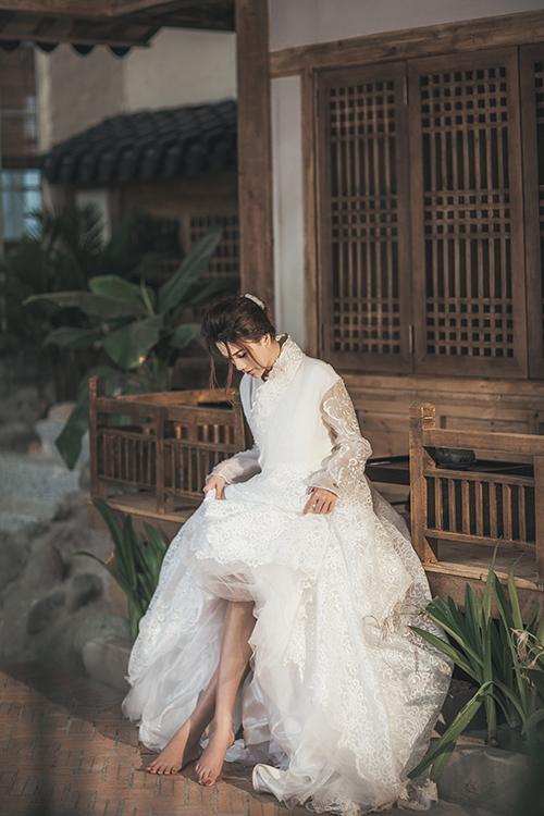 Kiểu lông mày thẳng và cong nhẹ vẫn đang là xu hướng trang điểm cưới thịnh hành ở Hàn Quốc hiện nay.