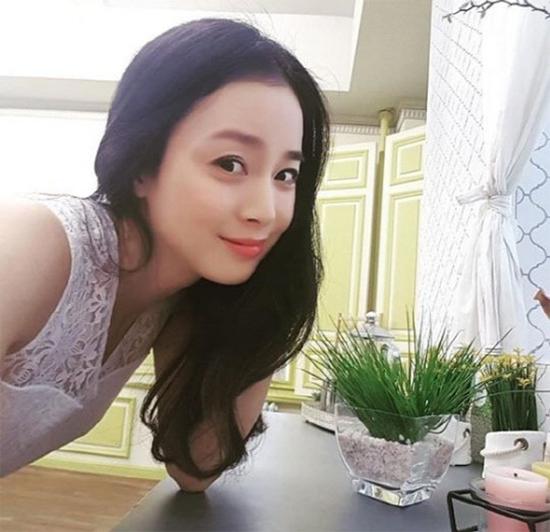 Kim Tae Hee trong hình ảnh mới nhất do chính cô chụp.