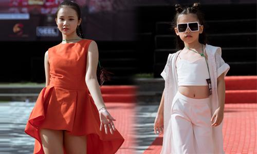 Dàn mẫu nhí mặc váy siêu ngắn, áo hở eo đi casting