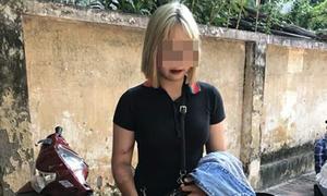 Thiếu nữ tóc vàng tông bị thương hai cảnh sát cơ động