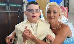 Cậu bé 7 tuổi mắc bệnh nặng trở thành chú rể trong đám cưới cổ tích