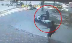 Trộm vứt xe máy bỏ chạy vì bị bắt quả tang