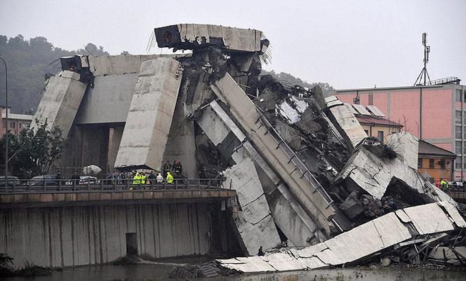 Sập cầu trên cao ở Italy, hàng chục người có thể đã chết - 9