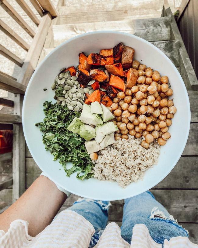 Rau tươi cùng các loại ngũ cốcluôn là món ăn không thể thiếu trong khẩu phần ăn lành mạnh.
