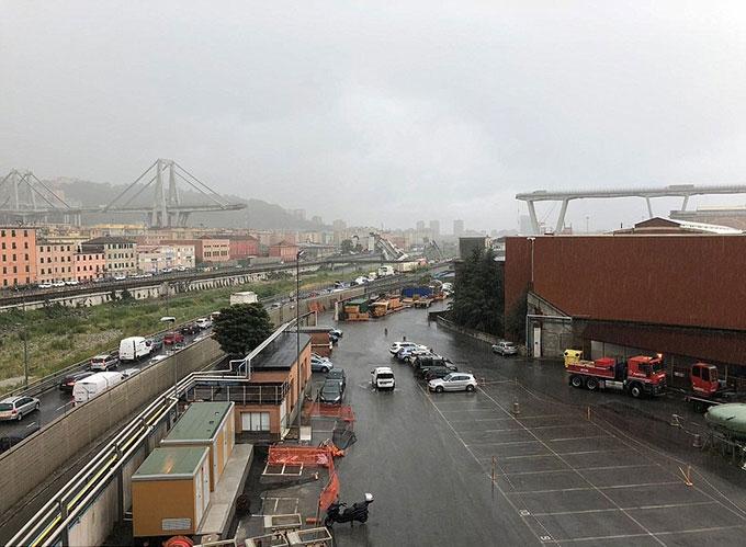 Sập cầu trên cao ở Italy, hàng chục người có thể đã chết - 3