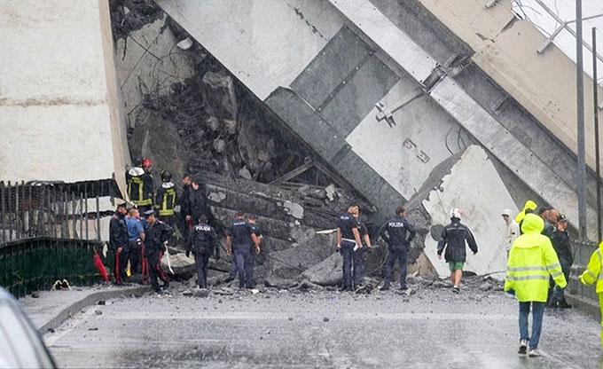 Sập cầu trên cao ở Italy, hàng chục người có thể đã chết - 6