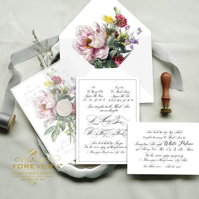 Khách mời sẽ cảm thấy đặc biệt khi tự tay bóc lên miếng ấn sáp thể hiện sự trân trọng của người gửi.