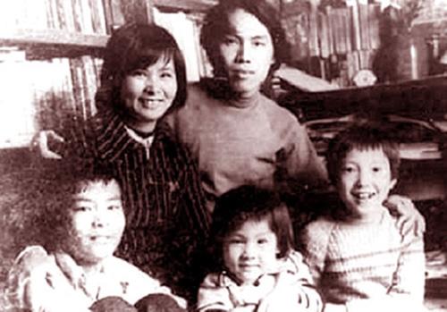 Gia đình Lưu Quang Vũ - Xuân Quỳnh gồm có con trai lớn Tuấn Anh (con riêng của Xuân Quỳnh và chồng cũ), Minh Vũ (con riêng của Lưu Quang Vũ và vợ cũ) và Quỳnh Thơ (con chung của cả hai). Con trai út Quỳnh Thơ ra đi cùng bố mẹ trong vụ tai nạn khi mới 13 tuổi.