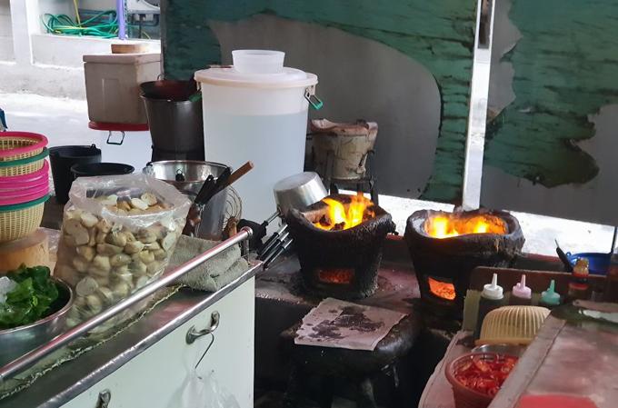Món trứng đúc cua bình dân ở Bangkok gây xôn xao vì được gắn sao Michelin - 3