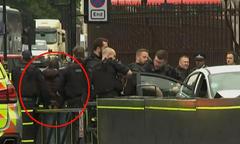 Ôtô đâm hàng loạt người trước tòa nhà Quốc hội Anh
