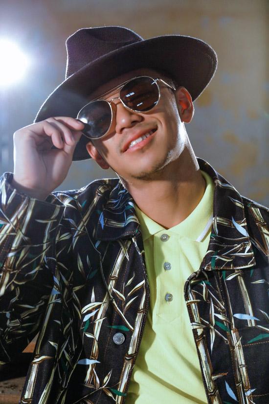 Quán quân Vietnam Idol 2015 vừa trở lại với âm nhạc bằng MV có phong cách Funk Green Groove (Cứ thế bay