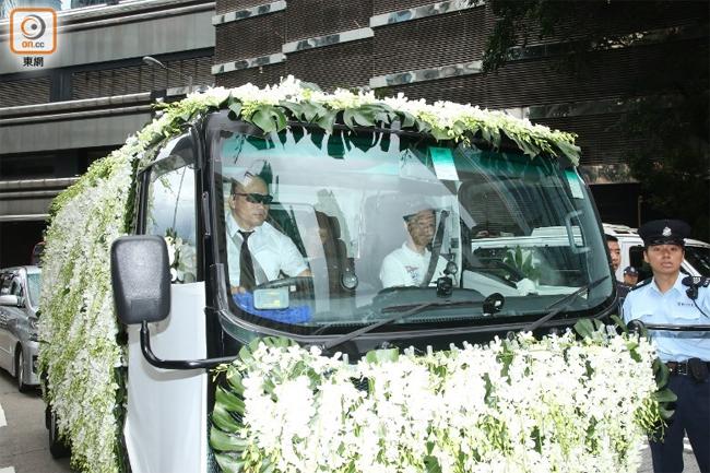 Xe tang đưa Khải Đồng về đất lúc 11h sáng nay.