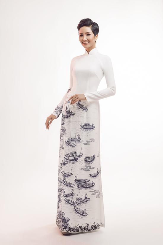 HHen Niê diện áo dài cùng mẫu nhí - 3