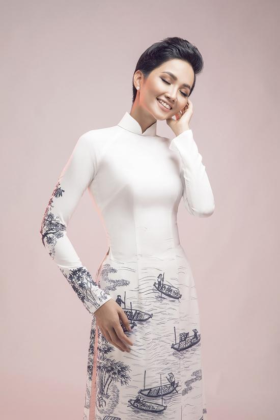 HHen Niê diện áo dài cùng mẫu nhí - 4