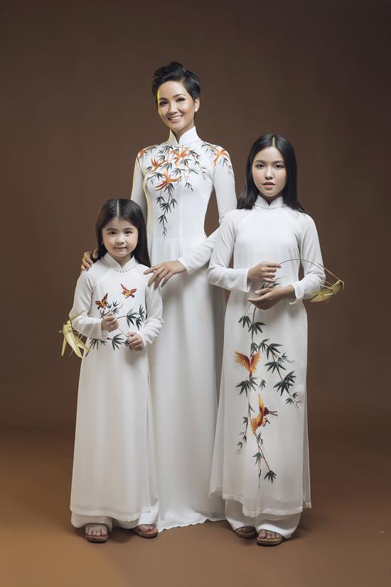 HHen Niê diện áo dài cùng mẫu nhí - 5