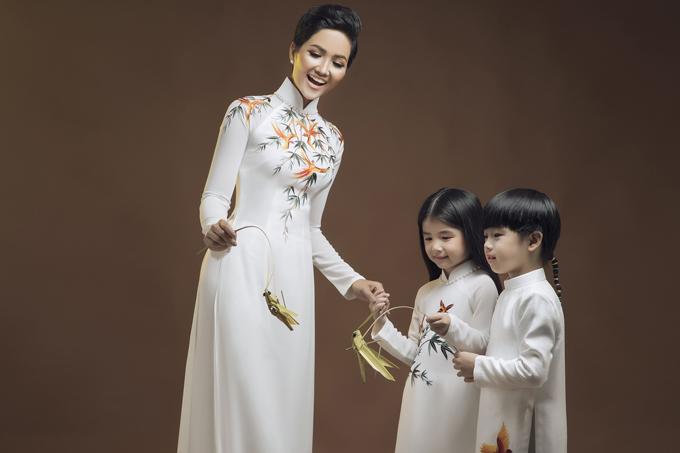 HHen Niê diện áo dài cùng mẫu nhí - 6