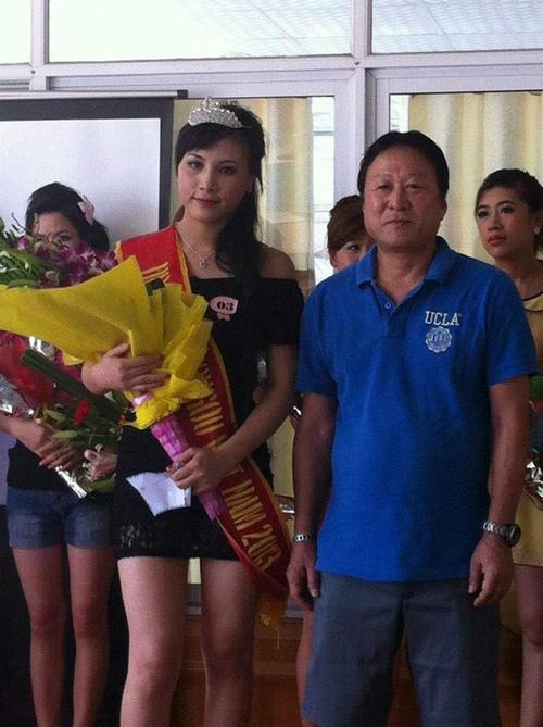 Phương Thúy giành giải hoa khôi khi còn làm việc tại xí nghiệp ở Việt Nam.