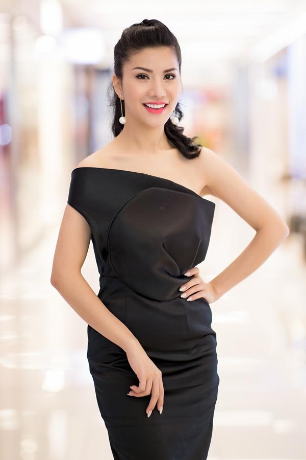Người đẹp Loan Vươnggiành giải Thí sinh có gương mặt ấn tượng nhất ở cuộc thi cách đây 10 năm. Bước ra khỏi cuộc thi,côtheo đuổi công việc tiếp viênhàng không và đoạt thêm một số thành tích thi nhan sắc:top 5 Nữ hoàng doanh nhân, Á hậu quý tộc thế giới 2017.