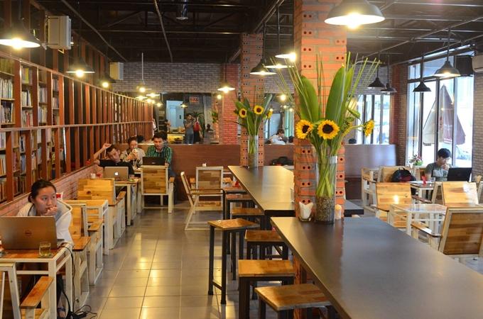 5 quán cà phê sách ở Sài Gòn cho buổi chiều nhàm chán - 4