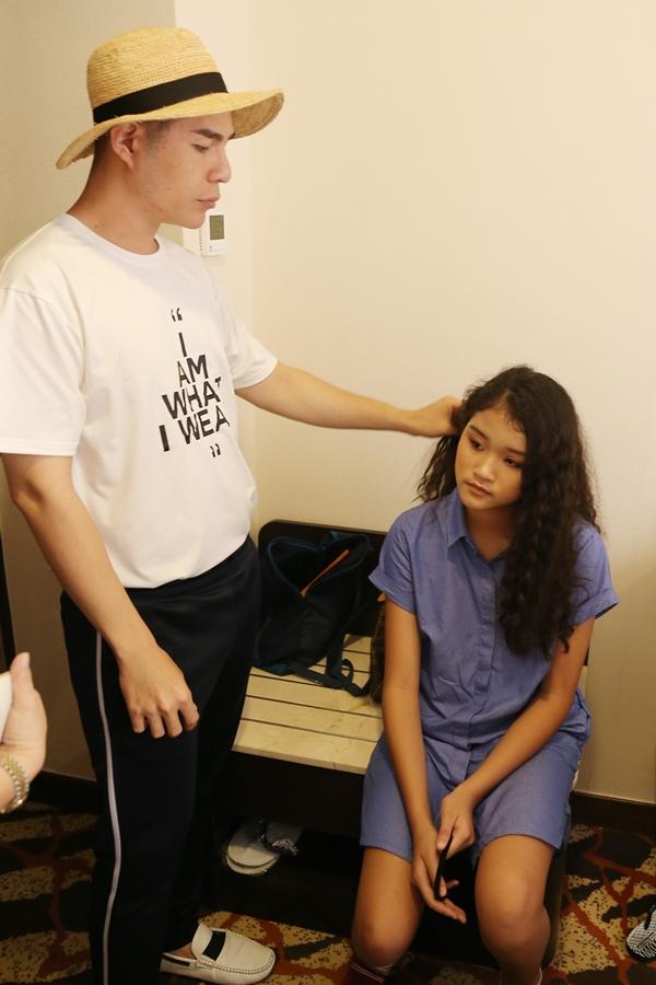 Đạo diễn thời trang Nguyễn Hưng Phúc là người đạo tạo và đưa các mẫu nhí Pinkids sang Hong Kong biểu diễn. Sau hai lần tổ chức thành công Asian Kids Fashion Show 2017 và 2018, đây là cơ hội quý báu giúp anh và các học trò có dịp rèn luyện, học hỏi từ bạn bè quốc tế. Ở trong hậu trường, anh theo sát động viên các bé thêm tự tin.