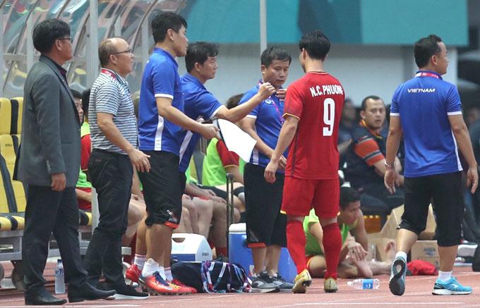 Sau trận, HLV Park cho biết sẽ cho Công Phượng ít cơ hội sút phạt 11m hơn.