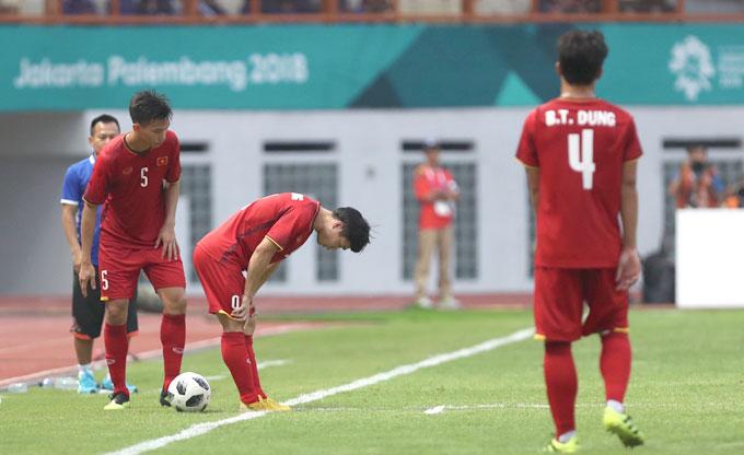 Công Phượng được HLV Park rút khỏi sân trong những phút cuối hiệp hai. Trước đó, anh cũng kịp có một bàn thắng để ấn định kết quả 3-0 của trận đấu.