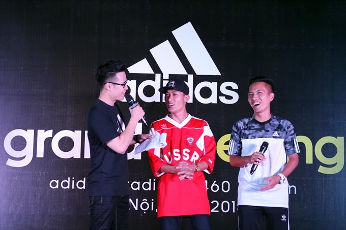 Khán giả giao lưu với hai khách mời Đoàn Thanh Tùng - Tungage và Đỗ Kim Phúc. Đây là hai vận động viên tâng bóng nghệ thuật nổi tiếng của Việt Nam. Tại sự kiện khai trương, Đỗ Kim Phúc chia sẻ: adidas mang đến cho tôi sự thoải mái, tự tin để trình diễn cũng như thi đấu hết mình.