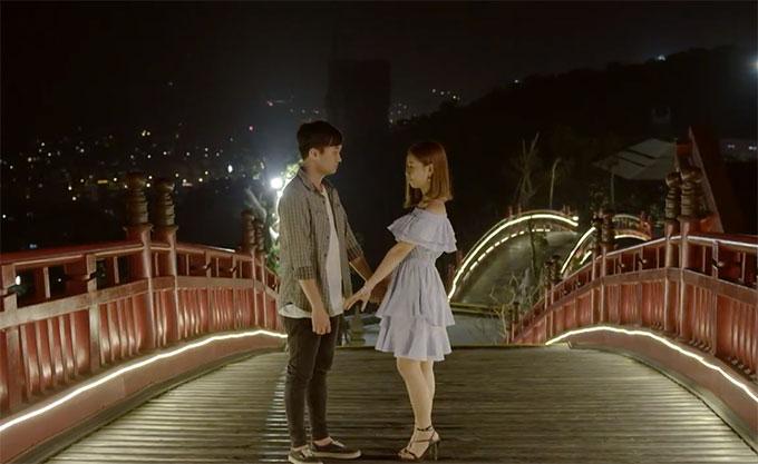 Thay vì tên cầu Koi, sau phân cảnh tỏ tình lãng mạn của cặp đôi Bình và Ngân trong bộ phim truyền hình ăn khách Cả một đời ân oán, cầu đã được giới trẻ đổi tên thành Cầu tình yêu.