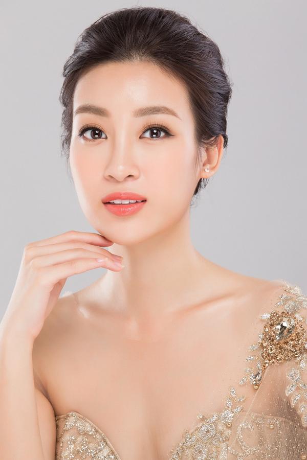 Hoa hậu Đỗ Mỹ Linh là một trong những tín đồ làm đẹp của tinh chất vàng 24k.