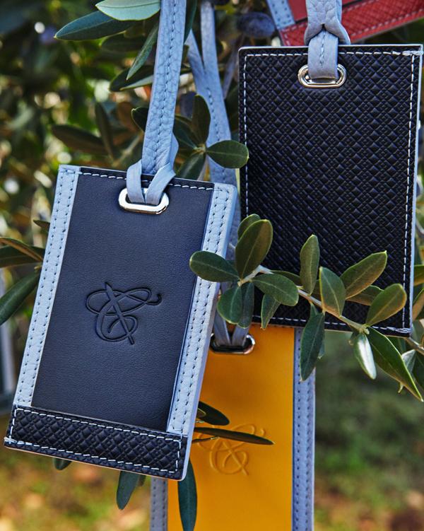 Ngoài các sản phẩm thời trang từ âu phục đến trang phục thể thao, Canali còn có phụ kiện, đồ da tinh tế như cà vạt, ví, thắt lưng, túi xách...