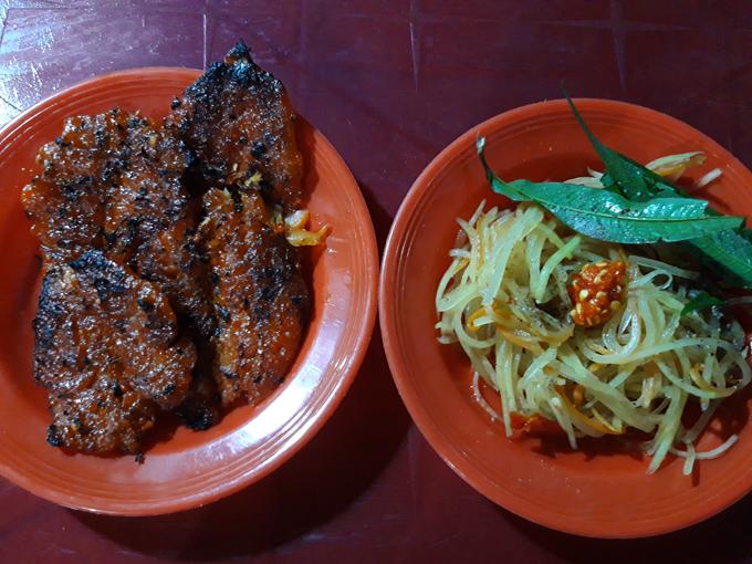 Quán khô cá đỏ nướng - điểm tụ tập quen thuộc của giới trẻ Hà Tiên mỗi tối - 5