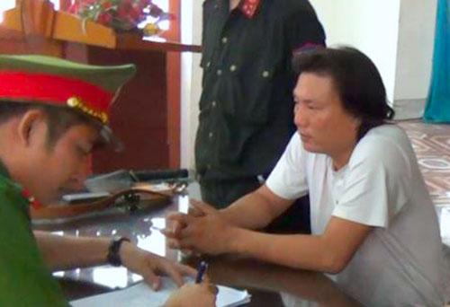 Nghi can Sơn làm việc với cảnh sát. Ảnh: H.L