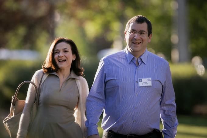 Sheryl Sandberg và người chồng quá cố mất năm 2015. Ảnh:Bloomberg.