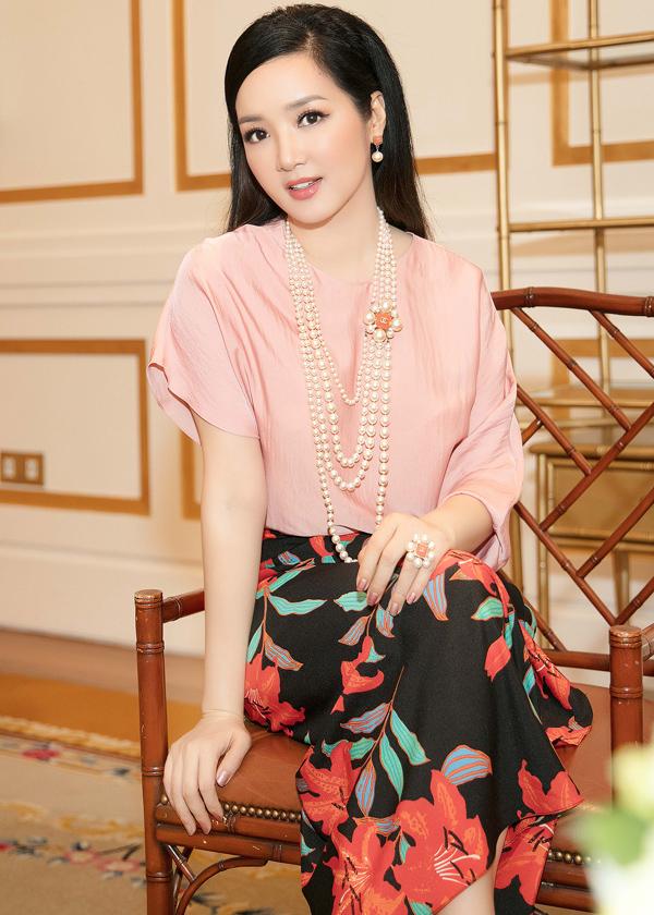 Dàn mỹ nhân Việt khoe sắc trong váy hoa rực rỡ  - 3