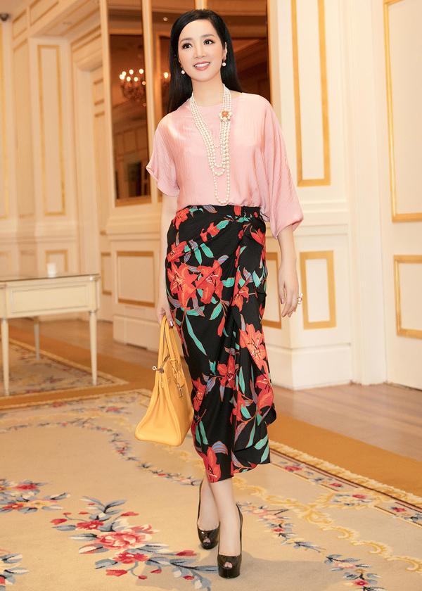 Dàn mỹ nhân Việt khoe sắc trong váy hoa rực rỡ  - 2