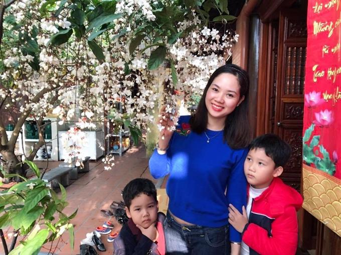 Mai Phương kết hônvới bạn trai từ thời cấp 3- anh Nguyễn Bỉnh Khánh. Hiện cô có hai con trai, bé lớn Hải Đông lên lớp 4, còn bé Hải Long chuẩn bị vào lớp 1.